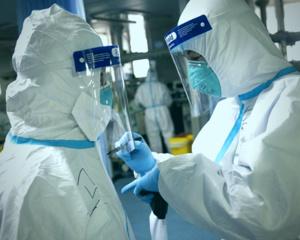 L'OMS cherche à rassurer alors que  le bilan dépasse 2.000 morts