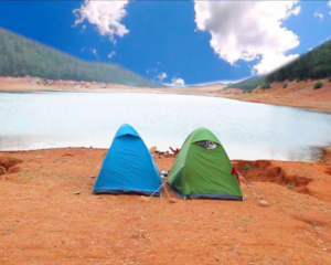 Un camping permanent au lac d'Aguelmam Azegza