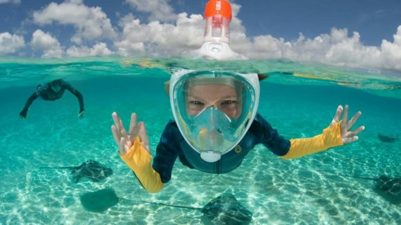 Des masques qui font d'habitude la joie des enfants en bord de mer