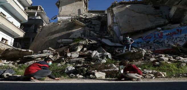 De nombreux déplacés ont préféré les ruines aux camps surpeuplés par crainte de contamination
