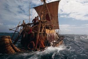 Cinquantenaire de la traversée de l'Atlantique sur un bateau en papyrus
