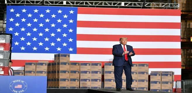 Donald Trump lors de la visite d'un distributeur de matériel médical, le 14 mai 2020 en Pennsylvanie