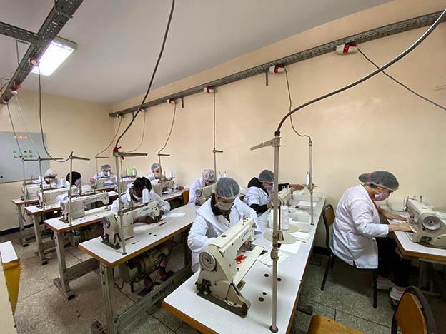 Les détenus participent à l'effort national en fabriquant des masques