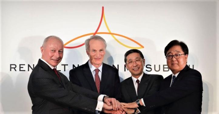 De gauche à droite, Thierry Bolloré (directeur général de Renault), Jean-Dominique Senard (président de Renault), Hiroto Saikawa (PDG de Nissan) et Osamu Musako (PDG de Mitsubishi).
