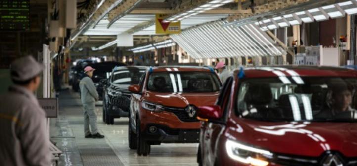Renault prévoit de supprimer 15.000 emplois et compte suspendre son projet d'extension au Maroc