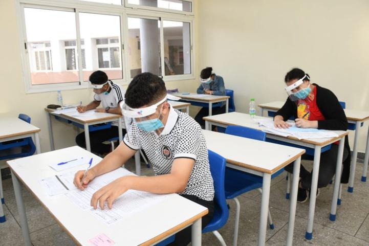 Les examens derrière des masques, Rabat (Ph. Nidal).
