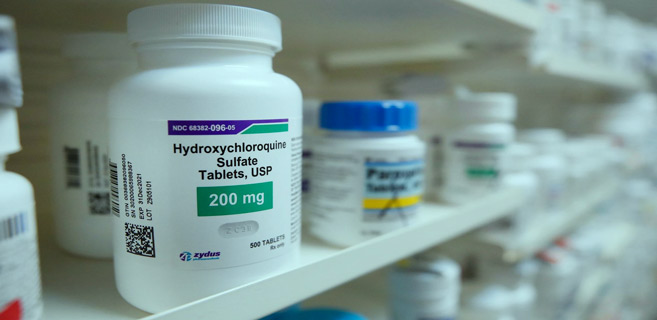 COVID-19 : Le traitement à l'hydroxychloroquine et l'azithromycine augmenterait le risque de mortalité