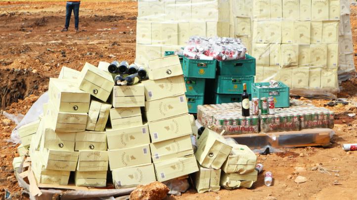 Saisie et destruction de bouteilles d'alcool de contrebande à Casablanca