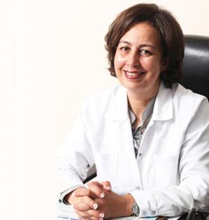 Le Dr Khadija Moussayer, spécialiste en médecine interne et en gériatrie, et Présidente de l'Association Marocaine des Maladies Auto-Immunes et Systémiques (AMMAIS).