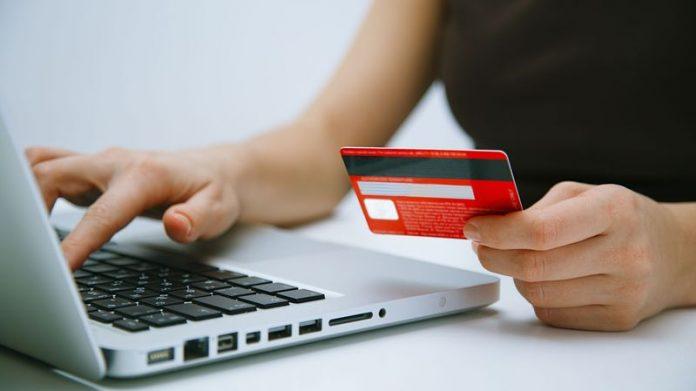 """La Covid-19 a """"changé à jamais"""" les comportements d'achat en ligne dans le monde"""