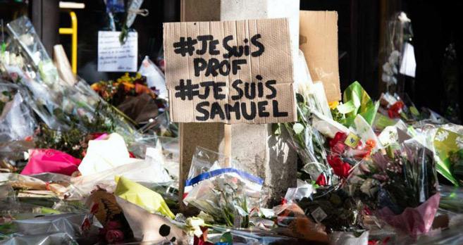 Enseignant décapité en France | Les hommages se multiplient, dix personnes arrêtées