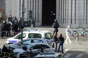 Des membres du RAID devant l'église Note Dame de Nice