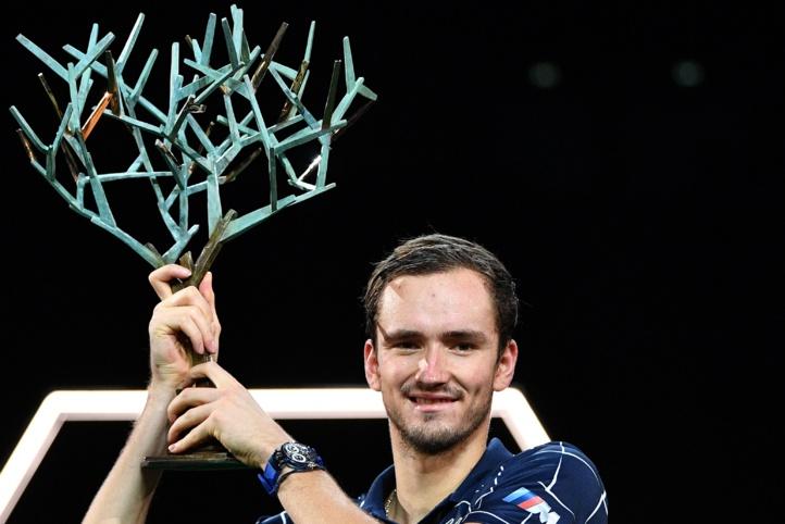 Daniil Medvedev remporte le Masters 1000 de Paris, son premier titre de la saison