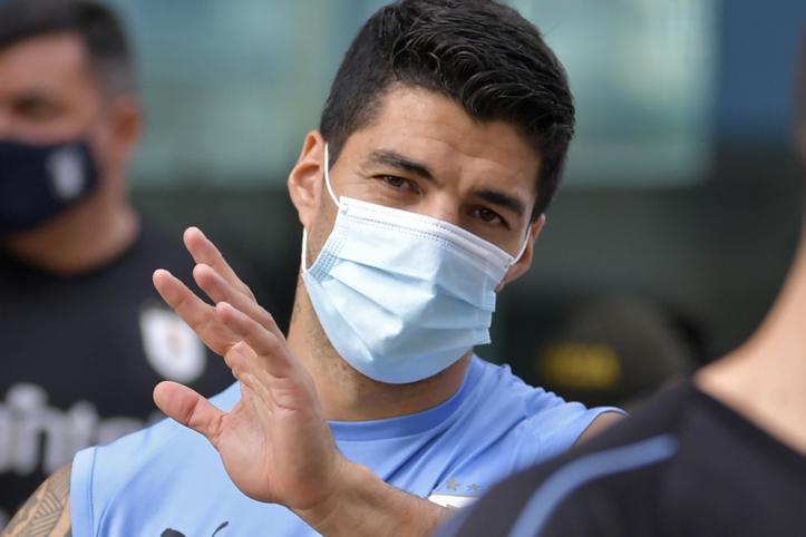 L'Uruguayen Luis Suarez, positif au Covid-19, forfait contre le Brésil