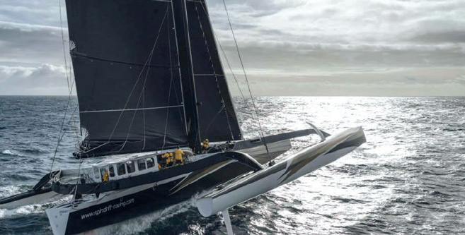 Trophée Jules Verne : Deux bateaux dans la course, Cammas/Caudrelier et Coville
