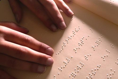 Braille et non-voyants : la société civile demande une loi d'exception culturelle