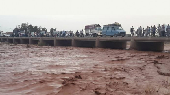 Inzegane: Sauvetage de 5 personnes bloquées à l'embouchure de l'Oued Souss (vidéo)