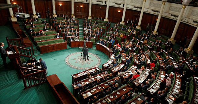 Tunisie : Le parlement approuve un remaniement sur fond de contestation