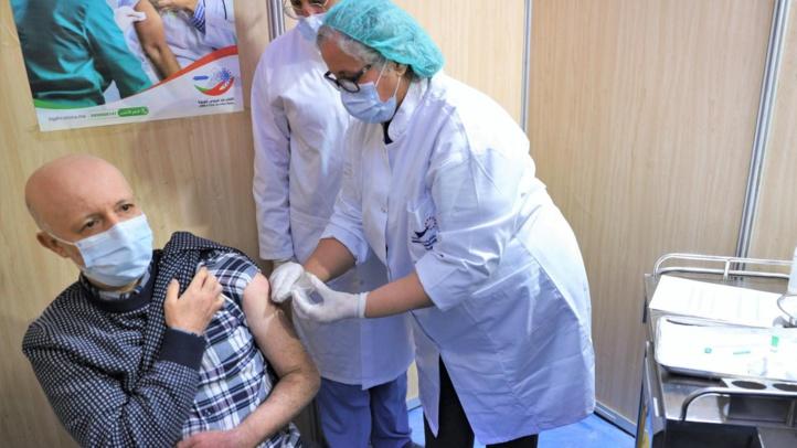 A Laâyoune, les aînés commencent à se faire vacciner contre le Covid-19