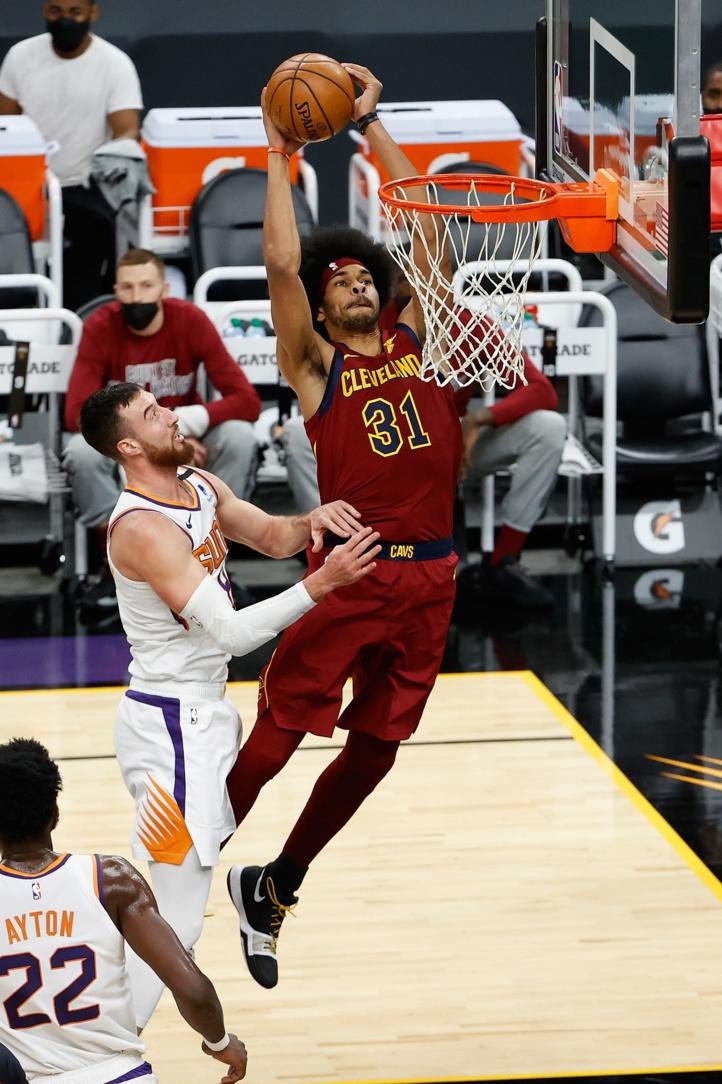 NBA : Les Bucks en imposent à Denver, les Lakers échappent au tonnerre