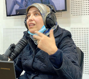 Madame Fatiha Azzou, docteur en médecine sportive, au micro de « Hatta-La-Nanssa ». Ph. Laglag