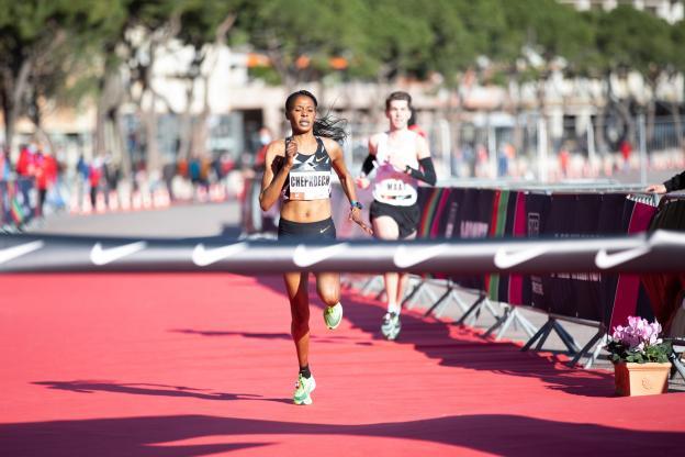 Athlétisme:  Beatrice Chepkoech établit un nouveau record du monde du 5 km