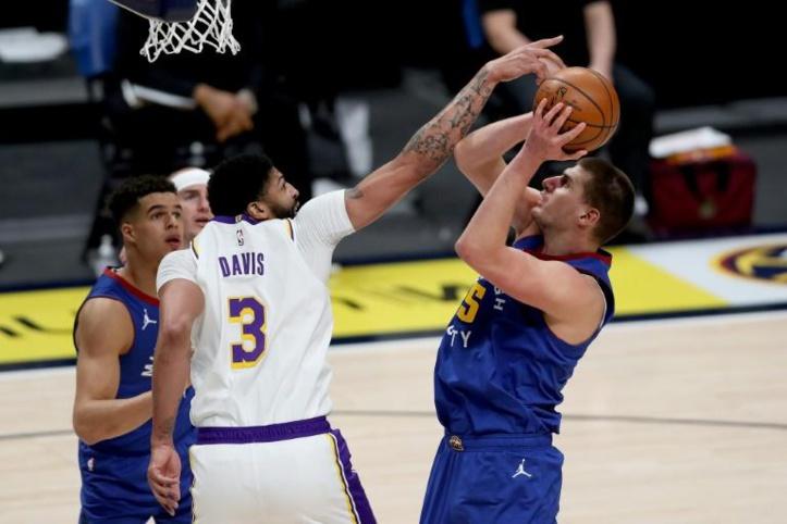 """NBA: Les Lakers chutent et craignent pour Davis, Lillard """"Dame"""" le pion à Doncic"""