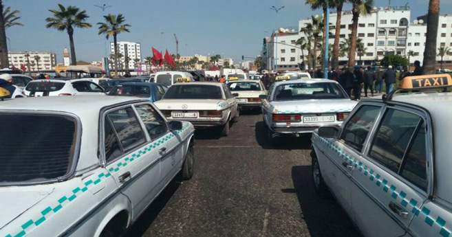 Casablanca : Les « grands taxis » manifestent devant la gare de Ouled Ziane
