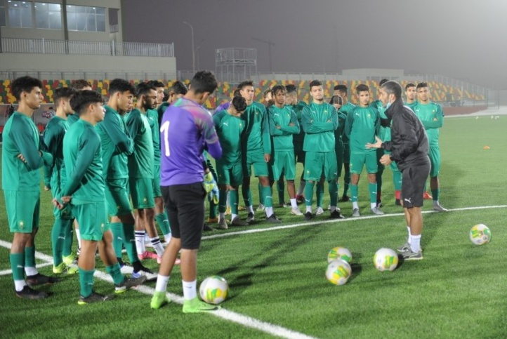 Zakaria Abboub dirigeant une séance d'entrainement.