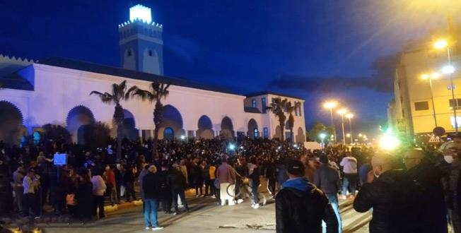 Fnideq : Insatisfaite des mesures prothétiques du gouvernement, la population poursuit les protestations