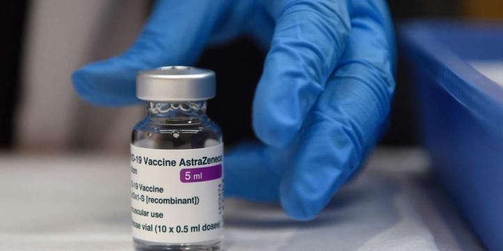 "Le vaccin d'AstraZeneca suspendu en Irlande ""par précaution"""