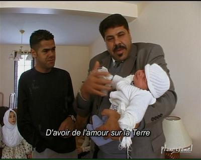 Jamel Debbouze à côté du défunt Ahmed Touzani (Capture d'écran).