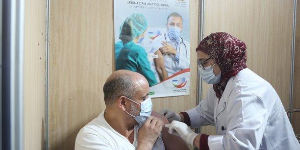 Compteur coronavirus : 444 cas testés positifs et seules 6090 personnes ont reçu leur première dose en 24H