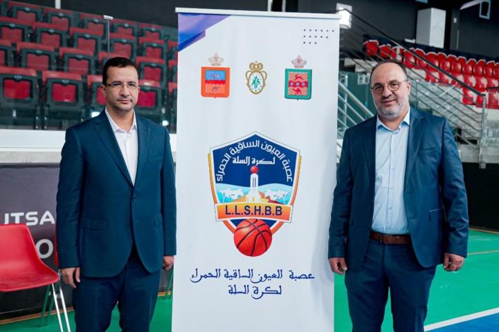 Le président de la Fédération Royale Marocaine de Basketball (FRMBB), Mustapha Aourach, avec le nouveau président de la Ligue de Laâyoune.
