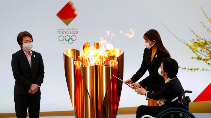 Le relais de la flamme olympique lance le compte à rebours des JO retardés de Tokyo