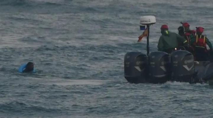 Les Herragas nageurs de Fnideq expulsés de Sebta après accord du Maroc