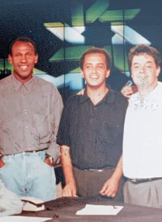 Le défunt (au milieu) en compagnie de Merry Krimau et notre collègue et doyen de la presse sportive Abdellatif Chraïbi