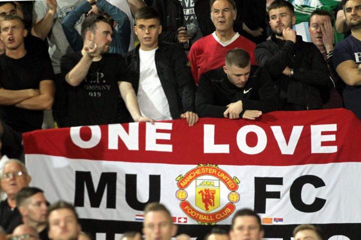 Foot anglais / Man. United- Liverpool : Les supporters mancuniens envahissent le terrain malgré le huis clos !