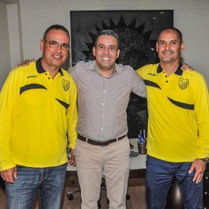 L'entraineur tunisien et ses adjoints.