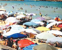 Casablanca:  À nouveau ouvertes, les plages sous hold-up des loueurs de parasols