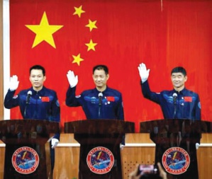 Trois astronautes chinois dans la station spatiale