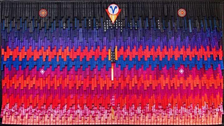 Le vent (fié), 2020, Textile, 404 x 228 cm