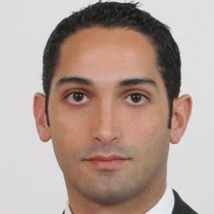 """Khalil Amar """"réajuste"""" les informations sur la fabrication de pièces pour Tesla"""