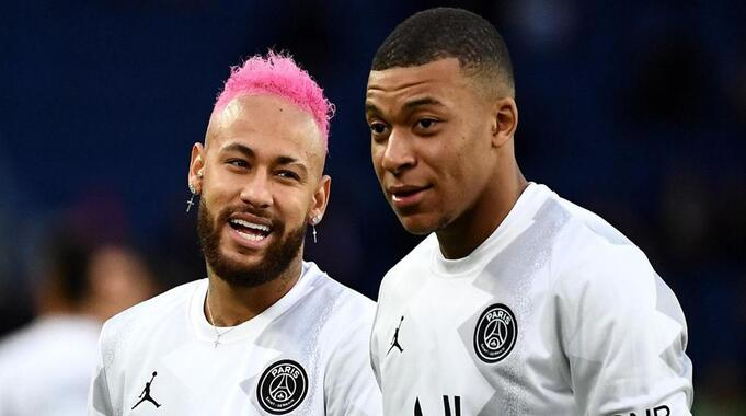 Transfert : Le PSG aurait offert à Mbappé un salaire équivalent à celui de Neymar !