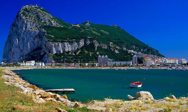 Gibraltar négocie les itinéraires de voyage aérien et maritime avec le Maroc