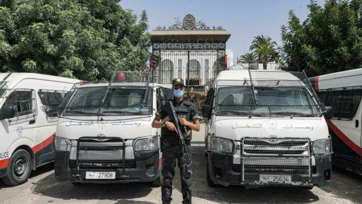 Tunisie: Saied poursuit la purge des ministres et les arrestations de députés