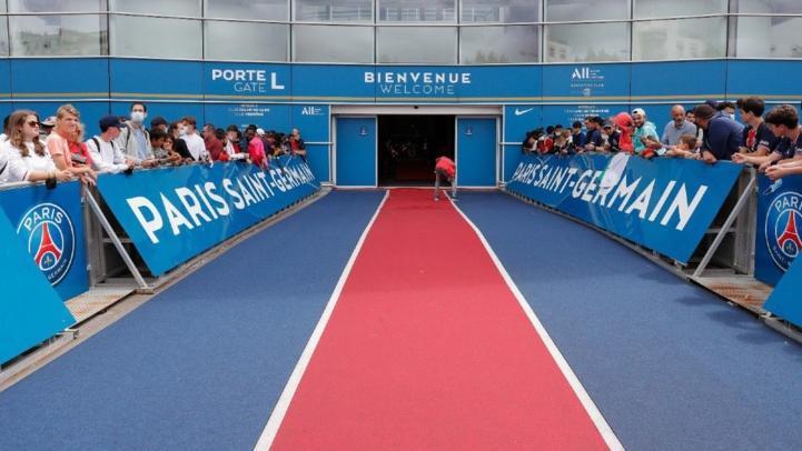 Un tapis rouge pour l'arrivée de Messi à Paris.