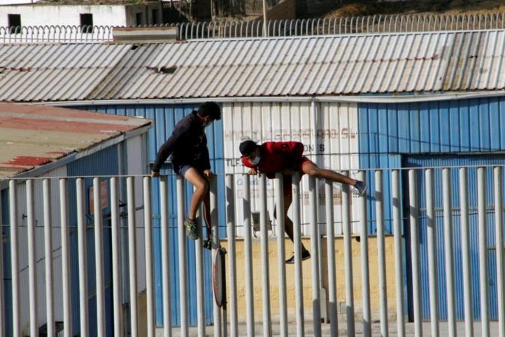 Le tribunal de Sebta maintient la suspension du rapatriement des mineurs marocains