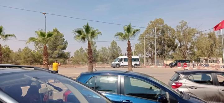 Minibus transportant les marocains rapatriés.