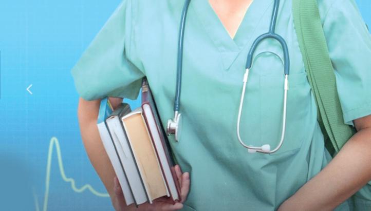 Encre noire et robes blanches : Au Maroc, médecine et littérature font bon ménage